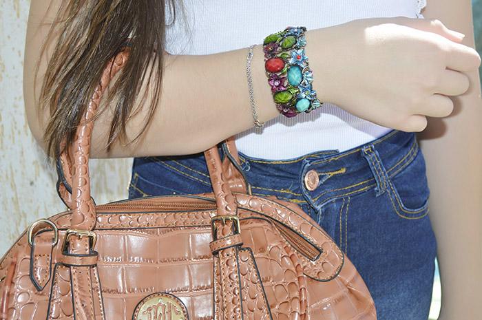 bracelete de pedra colorida
